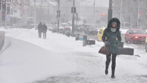 Vreme rece, ninsori și viscol în următoarele zile