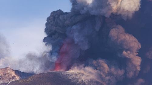 Norul de cenușă aruncat de vulcanul din Caraibe este vizibil din spațiu. Localnicii părăsesc insula