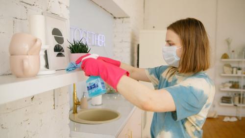 Cauti dezinfectantii ideali pentru casa ta? Iata 3 factori de care sa tii cont!