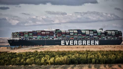 Ever Given va putea părăsi Canalul Suez doar dacă proprietarii navei vor plăti compensaţii