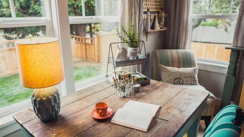 Ți-ai propus să redecorezi casa? Află de ce mobila din lemn este cea mai bună alegere!