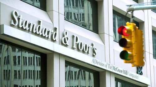 """Vești bune. Standard & Poor's modifică ratingul României la """"stabil"""""""