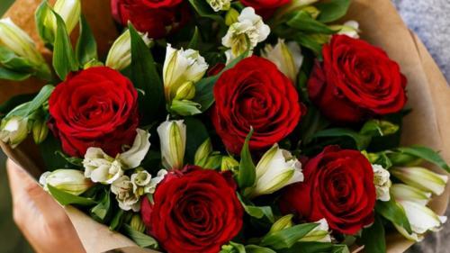 Un buchet de flori pentru o zi specială – ziua de naștere