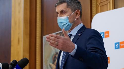 """""""Cocoșul"""" Barna, jumulit online. #rezist îi promite că nu mai scoate nici 5% la alegeri"""