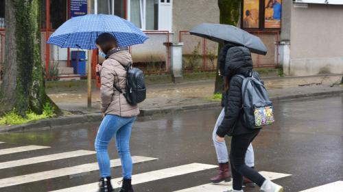 Prognoza METEO pentru București. Meteorologii anunță că este posibil să plouă în noaptea Învierii