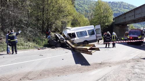 Grav accident în Neamț: Doi morți și alte persoane în stare gravă