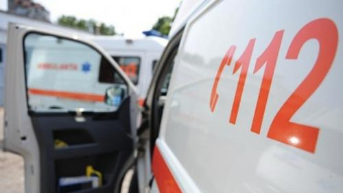 Un băiat de 4 ani a căzut de la etajul 1 al unui bloc din Pitești