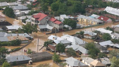 Cod galben de inundaţii în 10 județe