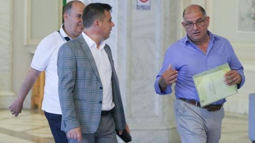 Deputatul PNL George Şişcu o arde pe glume, în timp ce ministrul Oros îi minte fără jenă pe fermieri