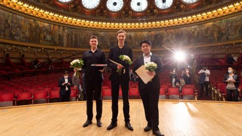 Jaemin Han din Coreea de Sud este marele câștigător al Finalei de Violoncel la Concursul Internațional George Enescu 2020/2021.Record de vârstă: cel mai tânăr câștigător în istoria Concursului Enescu
