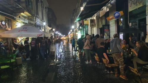 """Petrecerile de """"relaxare"""" au zdruncinat centrul Bucureștiului"""