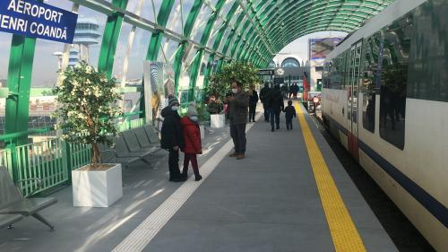 Trenul Gara de Nord-Aeroport are 600 de călători pe zi, deși traficul pe Otopeni e de 10.000