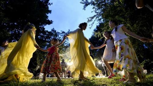 24 iunie: Ziua Internaţională a Iei, dar și sărbătoarea Sânzienelor: o lume în care fantastical și magia domnesc pentru o noapte