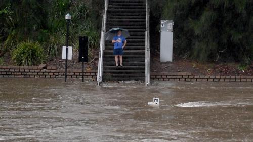 Guvernul va acorda ajutoare de urgență familiilor afectate de inundații