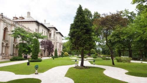 Administrația Prezidențială cheltuie, și anul acesta, 100.000 de euro pentru servicii de grădinărit la Palatul Cotroceni