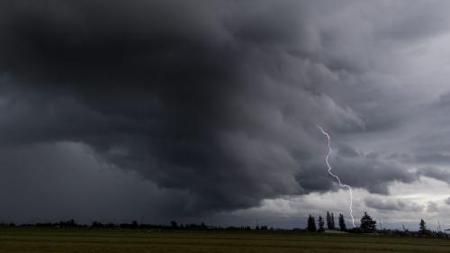 Alertă ANM. Cod roșu de averse și vijelii în Bacău și Neamț