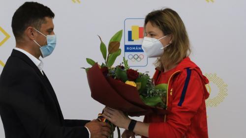 Împăcare între Eduard Novak și Ana Maria Popescu. Aceșta își cer scuze reciproc