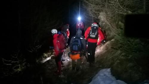 Brașov:Recuperați de salvamontiști, după ce au urcat pe munte fără lanterne