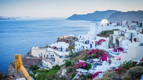 Grecia pe lista roșie de COVID-19. Românii continuă să meargă în vacanțe