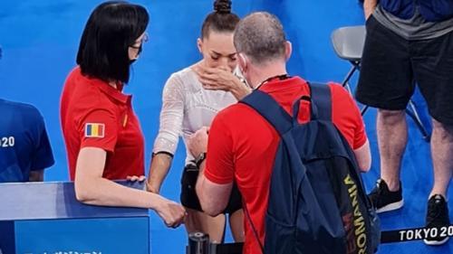 Larisa Iordache s-a retras din finala olimpică de la bârnă. Gimnasta a părăsit sala în lacrimi