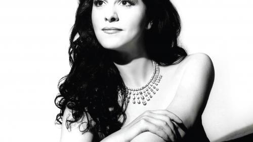 Biografia oficială a sopranei Angela Gheorghiu va fi lansată în România printr-un eveniment extraordinar la Teatrul Odeon