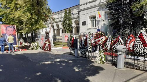 Lacrimi, regrete, zâmbete și amintiri, la poarta stadionului Dinamo București