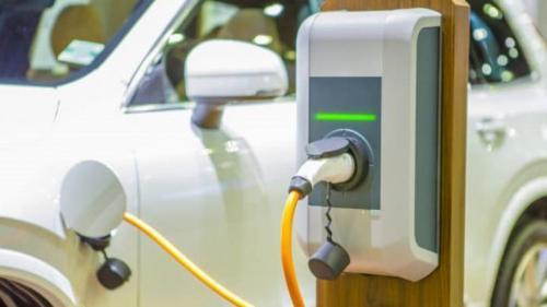Primul hibrid Tesla Model 3 parcurge 50 de kilometri cu un litru de benzină