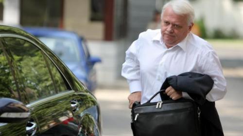 Viorel Hrebenciuc a fost luat de poliție pentru a fi încarcerat