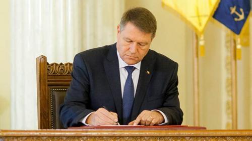 Klaus Iohannis a promulgat Legea consumatorului vulnerabil. Care sunt ajutoarele acordate de stat