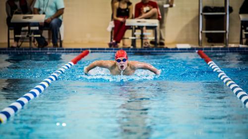 Înot: Robert Glinţă, nou record naţional la 50 m spate