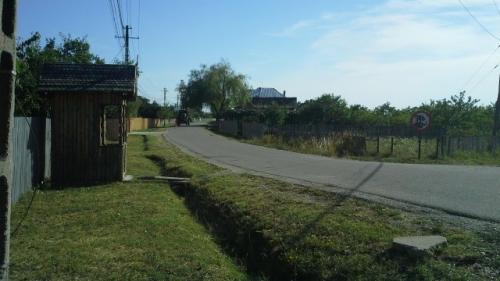 Autoritățile din Argeș își bat joc de trei sate:  8 kilometri până la prima stație de autobuz!