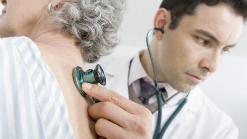 Efectele pe termen lung ale infecției cu COVID-19. Problemele de sănătate cu care se confruntă unii bolnavi