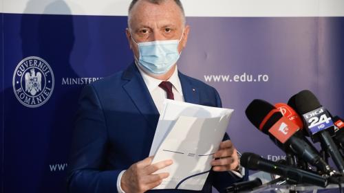 Ministrul Educației: Dacă normele de protecție sanitară nu pot fi respectate, orele se fac online
