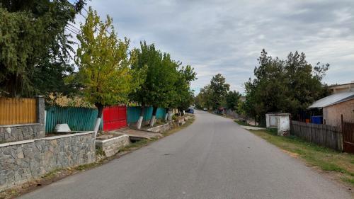 Povești de ambulanță și dric, în cea mai infectată comună din România