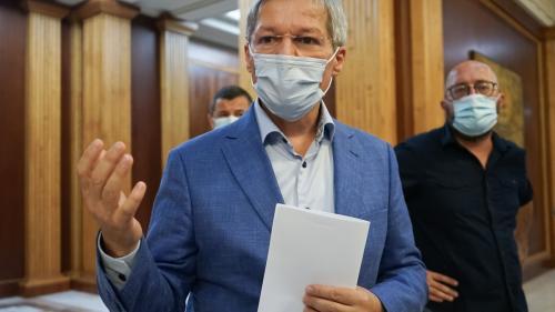 Dacian Ciolos a vorbit cu Klaus Iohannis înainte să fie refuzat de PNL