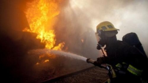 Incendiu într-un bloc din Alexandria. 22 de persoane evacuate, 3 au ajuns în spital